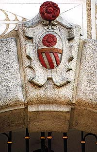 Horní no. 154, Rosenberg coat-of-arms above entrance portal