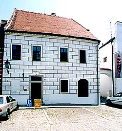 Široká no. 50, grafitto on facade
