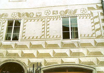 Latrán no. 43, grafitto on the facade
