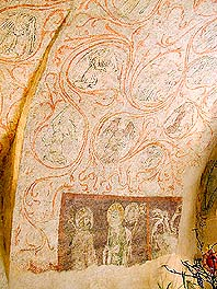 Latrán No. 15, ground floor, Gothic murals with figures of saints, Master of the Zátoň Altar, early 15th century, foto: Lubor Mrázek
