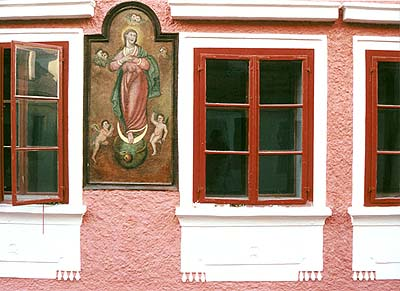 Kájovská no.  64, medaillon on the facade